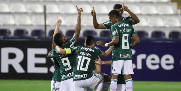 Palmeiras vence a Gremio con dos goles de Deyverson y se afianza como líder