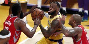 NBA: Debut de James en Los Angeles con expulsiones y derrota; ganan Raptors