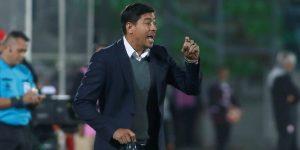 Hinchas de Universitario amenazan al entrenador chileno Nicolás Córdova