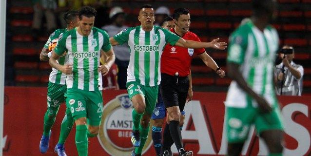 Nacional sufre pero gana y sigue cerca de la punta en la Liga colombiana