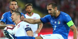 Italia sobrevive en el añadido y hunde a Polonia; Rusia se acerca al ascenso