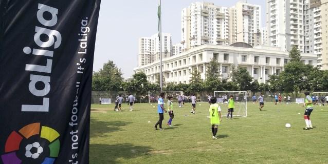LaLiga inaugura 30 escuelas de fútbol para llevar el tiquitaca a la India
