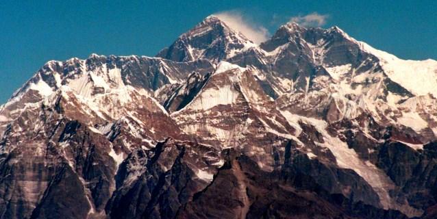 Al menos 8 excursionistas muertos y uno desaparecido en una tormenta en Nepal