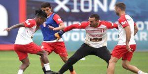 Selección peruana: Carvallo asegura que Cueva volverá el próximo año