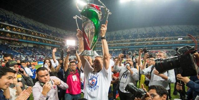 Cruz Azul vence 0-2 al Monterrey y gana su cuarto título de la Copa Mx