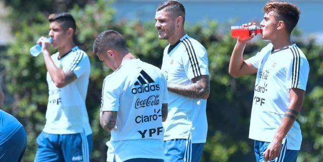 Argentina comienza a entrenarse con las bajas de Otamendi, Salvio y Zaracho