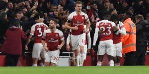 1-1. Arsenal y Liverpool deleitan con un empate de otra época