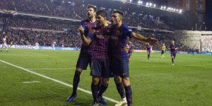 2-3. Dembelé y Luis Suárez salvan al Barcelona de ser partido por un Rayo