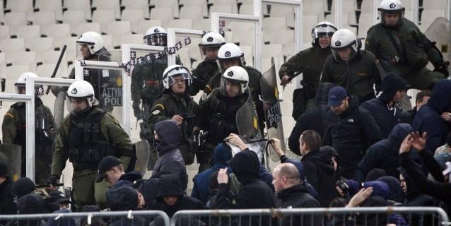 Al menos 15 heridos en los enfrentamientos durante el encuentro AEK-Ajax en Atenas
