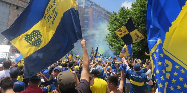 Atacan al autobús con jugadores de Boca Juniors en la entrada al Monumental