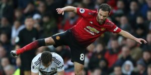 Mata reconduce el rumbo del United