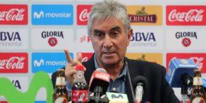 Oblitas renueva contrato como director deportivo de Perú hasta Catar 2022