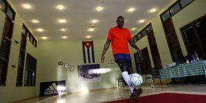El cubano Erick Hernández implanta un nuevo récord de dominio de balón