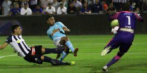 1-4. Cristal golea a Alianza Lima en el partido de ida por el título del fútbol peruano