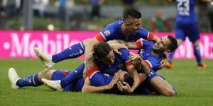Cruz Azul vence 1-0 a Monterrey en un dramático duelo y accede a la final del fútbol en México