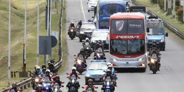 River sale a Madrid acompañado por un gran dispositivo policial al aeropuerto