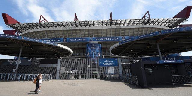 Muere un aficionado, atropellado durante unos enfrentamientos antes del Inter-Nápoles