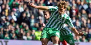 3-2. El Betis gana un duelo intenso con gol de penalti de Canales al final