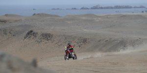 Barreda sigue dominando en motos y De Villiers se coloca líder en automóviles