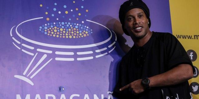 Ronaldinho recibe un homenaje en el Maracaná y pasa a ser parte de su paseo de la fama