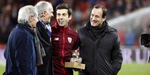 Susaeta recibe el homenaje de San Mamés por sus 500 partidos como 'león'