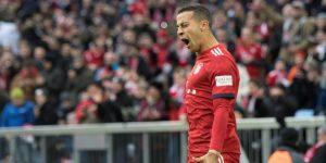 El Bayern golea al Stuttgart y se mantiene como perseguidor del Dortmund