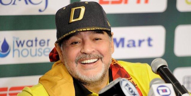 Maradona renueva con los Dorados, pero no estará en el estreno del Clausura