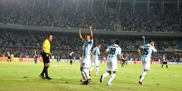 Racing derrotó a Aldosivi y recuperó el liderato de la Superliga