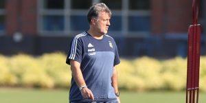 Martino: Un entrenador duro con alma de abuelo llega al banquillo de México