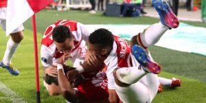 """Santa Fe empata y apaga la fiesta del al campeón Liga de Quito en la """"Noche Blanca"""""""