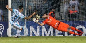 1-1. Corinthians elimina a Racing en penaltis y avanza a la segunda fase