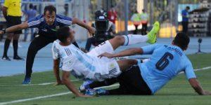 2-1. Argentina vence a Uruguay y gana el primer billete al Mundial de Polonia
