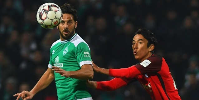 Pizarro festeja con orgullo su veteranía como goleador de la Bundesliga