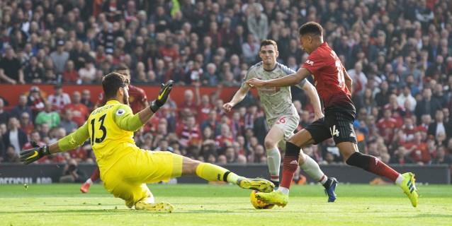 El Liverpool se deja dos puntos en Old Trafford pero sigue líder