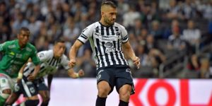 Con penaltis argentinos, Monterrey golea a Lobos y sigue como líder en México