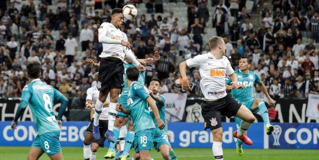 Racing cede un empate ante Corinthians y los dos debutantes cantan victoria