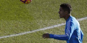 Varane no quiere hablar de su futuro en el Madrid