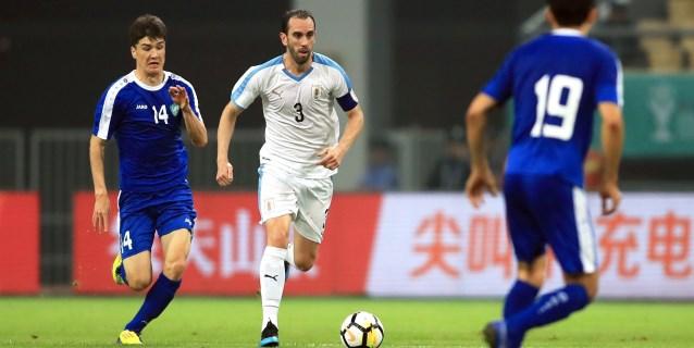 0-4. Godín agranda su leyenda con la charrúa y alza su segunda China Cup