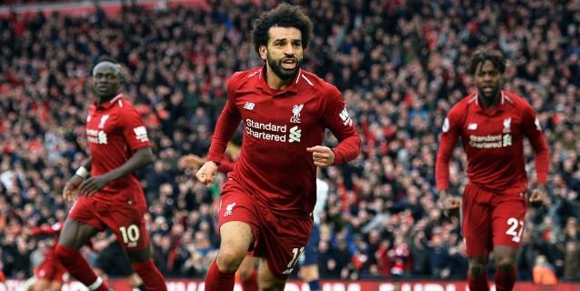 Un autogol de Alderweireld devuelve el liderato al Liverpool