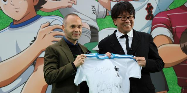 """Iniesta inaugura en Tokio una estación dedicada a la serie """"Oliver y Benji"""""""