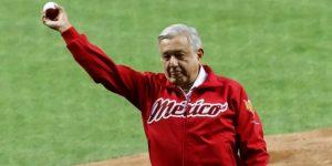 López Obrador es abucheado en la apertura de un estadio y dice que nadie lo para