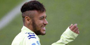 Neymar baila en el carnaval con una nueva novia tres días después de dejar las muletas