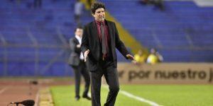 Técnicos de Argentina y Uruguay luchan por el liderato del Clausura hondureño