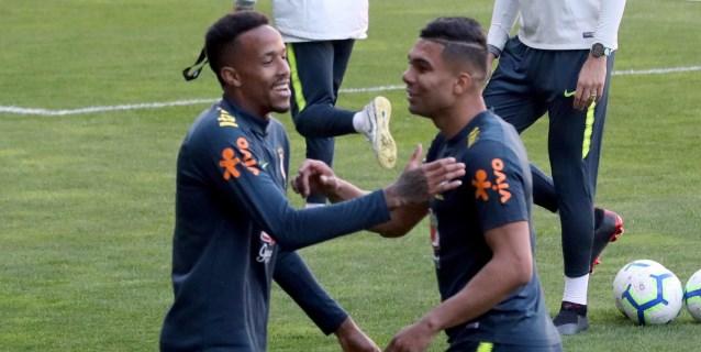 Militão, arropado por Casemiro y Coutinho en su primer entreno con Brasil