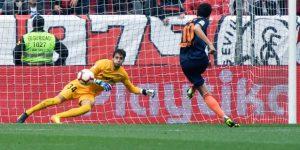 0-1. El Valencia golpea al Sevilla y se reengancha a lucha por la 'Champions'