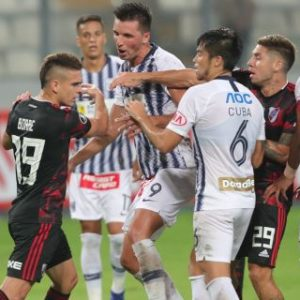 1-1. River Plate rescata un punto en Lima en inicio de su defensa del título