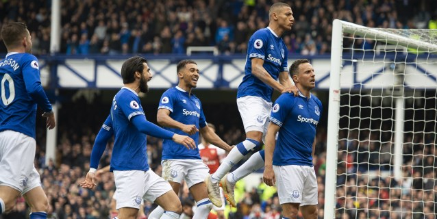 El Everton complica al Arsenal