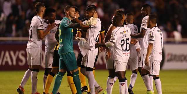 Liga de Quito gana, rompe su mala racha y ahonda la de Emelec en Ecuador