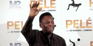 Pelé es nuevamente ingresado a un hospital, a su llegada a Brasil