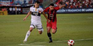 Olimpia vence a Cerro Porteño en el clásico y se acerca a título del Apertura